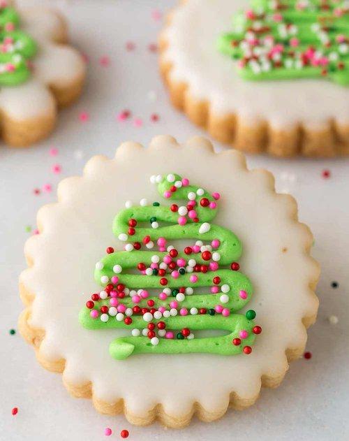 Easy-Decorated-Christmas-Cookies-web.jpg
