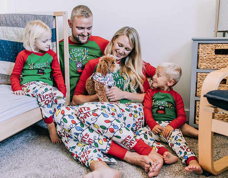 christmas family matching with dog